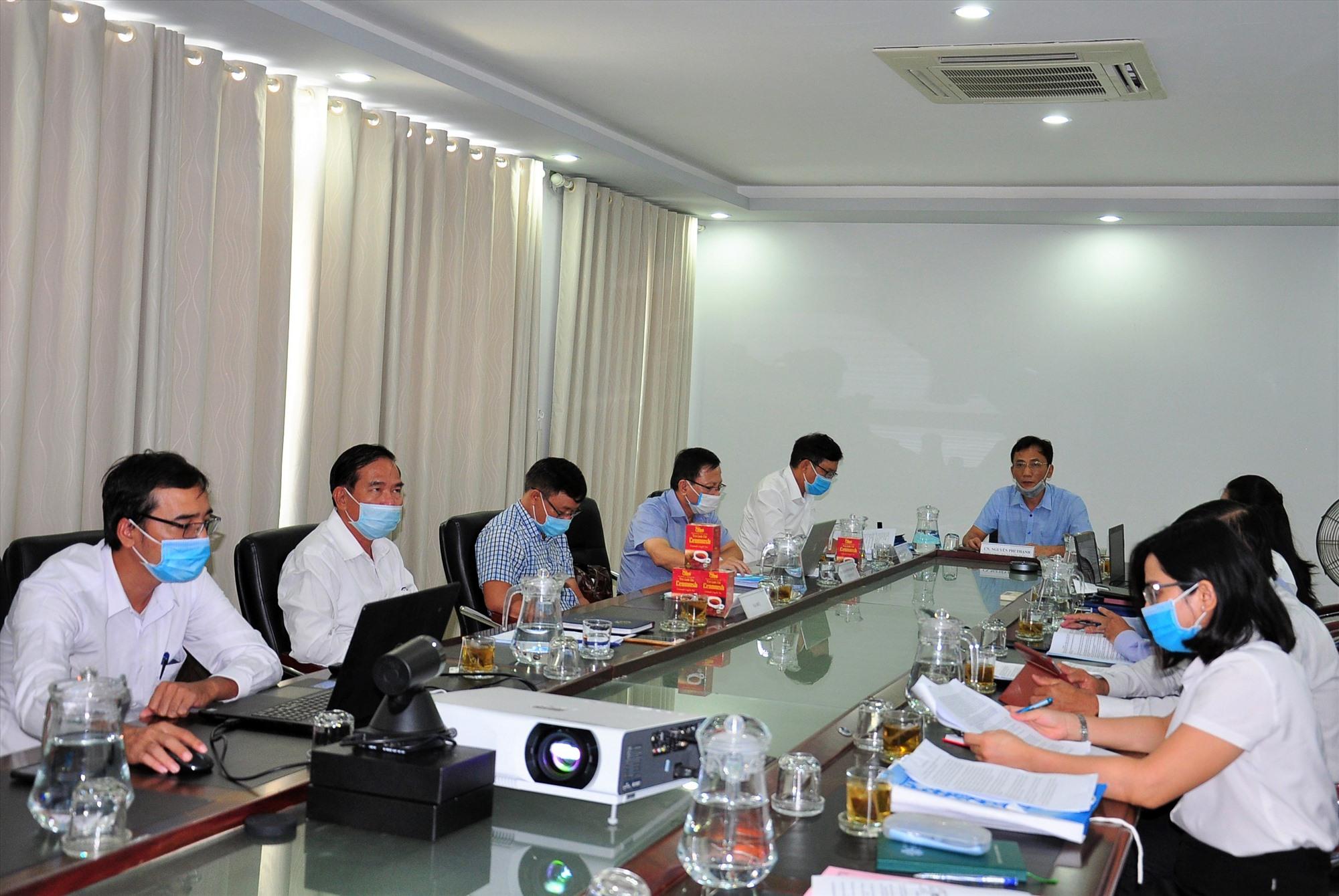 Các đại biểu tham dự cuộc họp đầu cầu Sở KH-CN. Ảnh: S.A