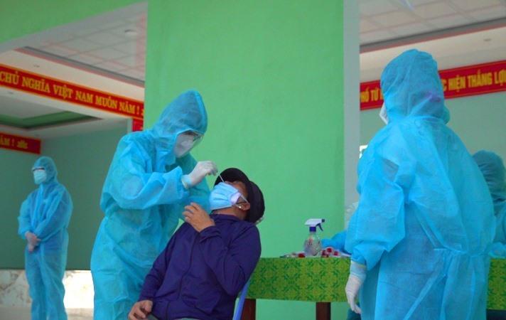 Thị xã Điện Bàn lấy mẫu diện rộng trong 3 ngày gần đây. Ảnh: P.L