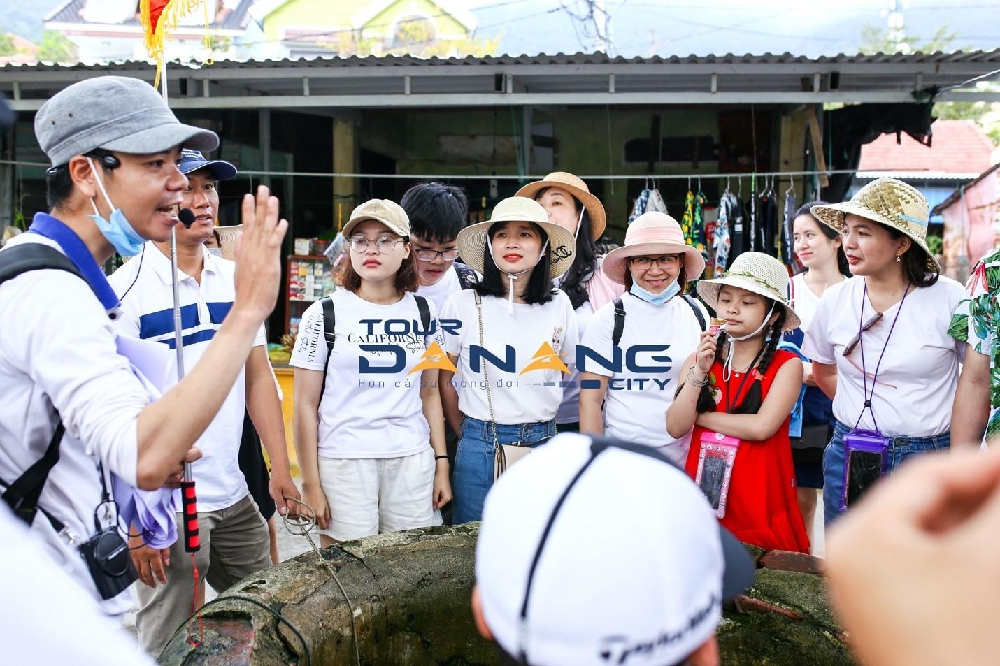 Hướng dẫn viên bản địa giới thiệu đậm nét về Cù Lao Chàm.