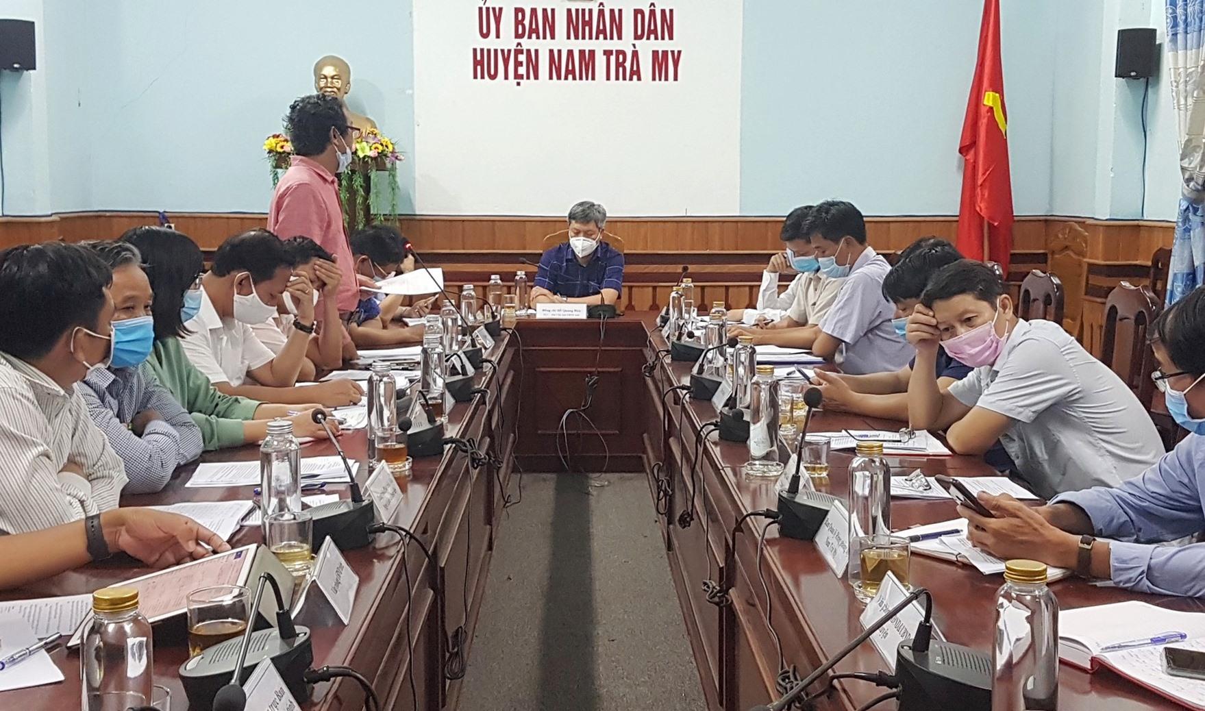 Phó Chủ tịch UBND tỉnh Hồ Quang Bửu làm việc với huyện Nam Trà My. Ảnh: D.L
