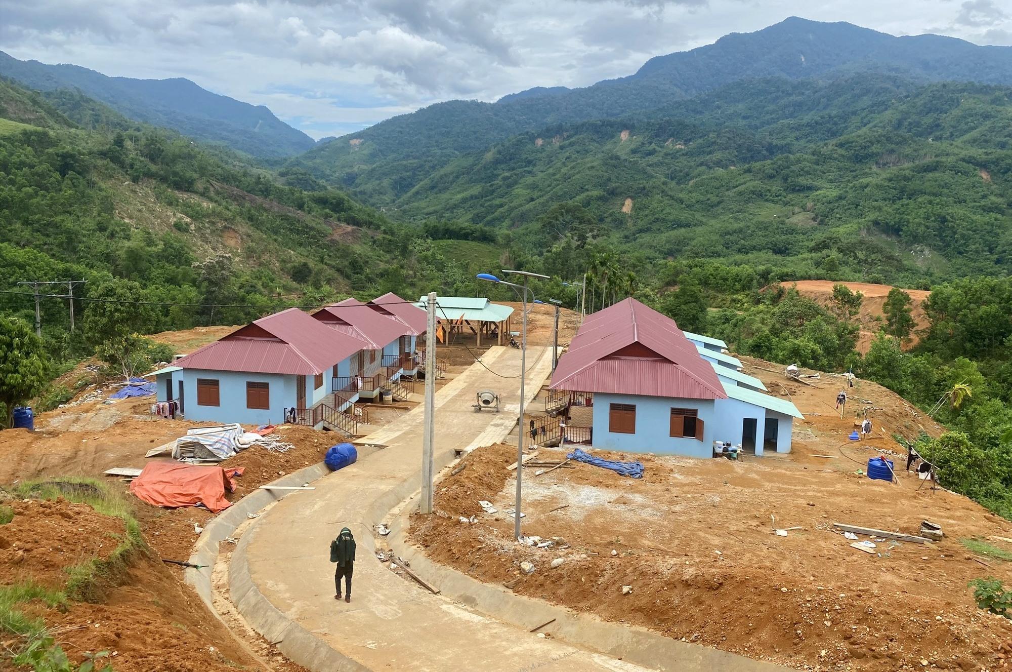 Một khu tái định cư cho người dân xã Trà Vân (huyện Nam Trà My) đã hoàn thiện sau đợt bão lũ. Ảnh: D.L