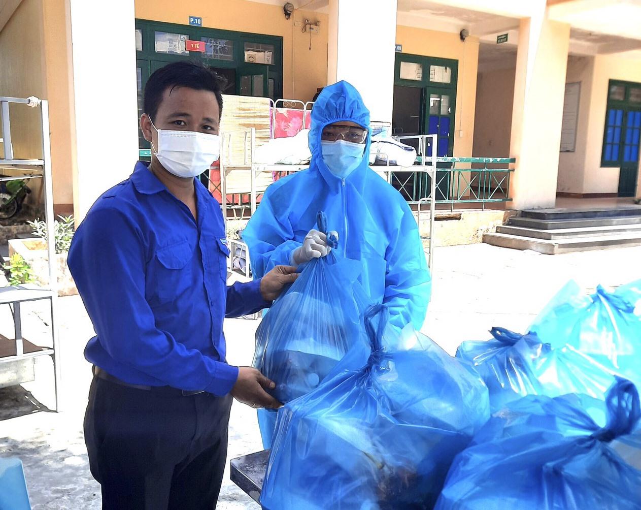 Rác thải trong khu vực cách ly tập trung đều được xử lý như rác thải y tế nguy hại. Ảnh: H.P