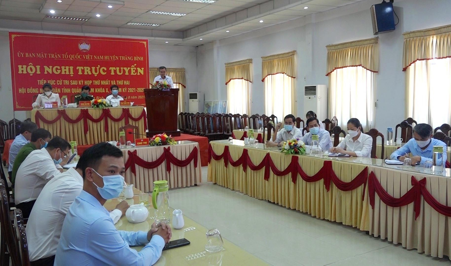 Quang cảnh buổi tiếp xúc cử tri trực tuyến tại điểm cầu UBND huyện Thăng Bình. Ảnh: MT