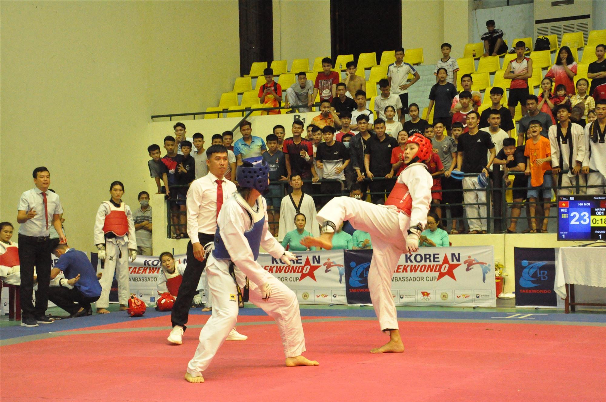 Các vận động viên Quảng Nam (giáp đỏ) phấn đấu đạt 15 huy chương, trong đó 5-7 huy chương vàng đại hội TD-TT toàn quốc. Ảnh: T.V