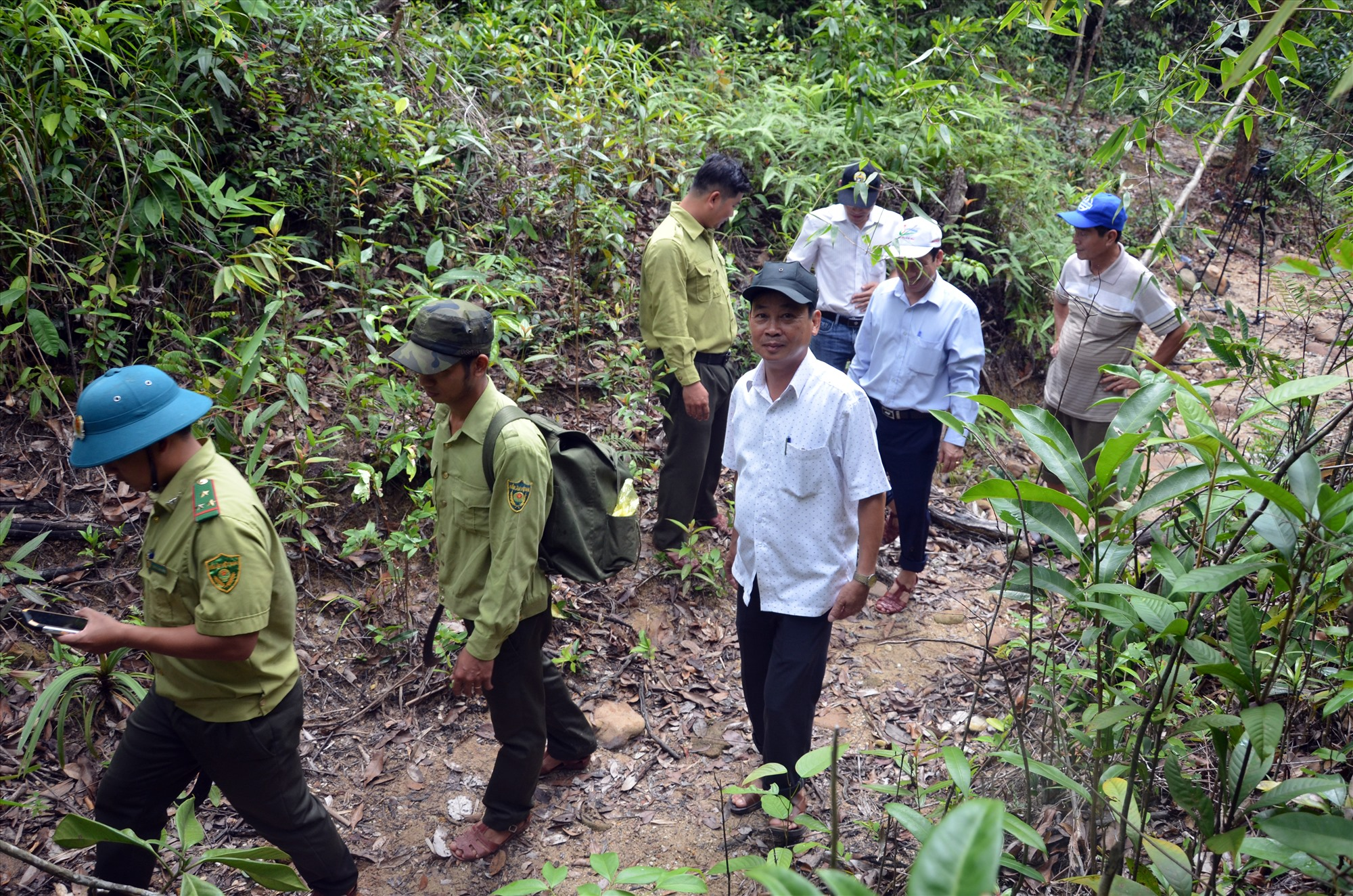 Lực lượng bảo vệ rừng chuyên trách tuần tra trong Khu bảo tồn loài và sinh cảnh voi Nông Sơn. Ảnh: H.P