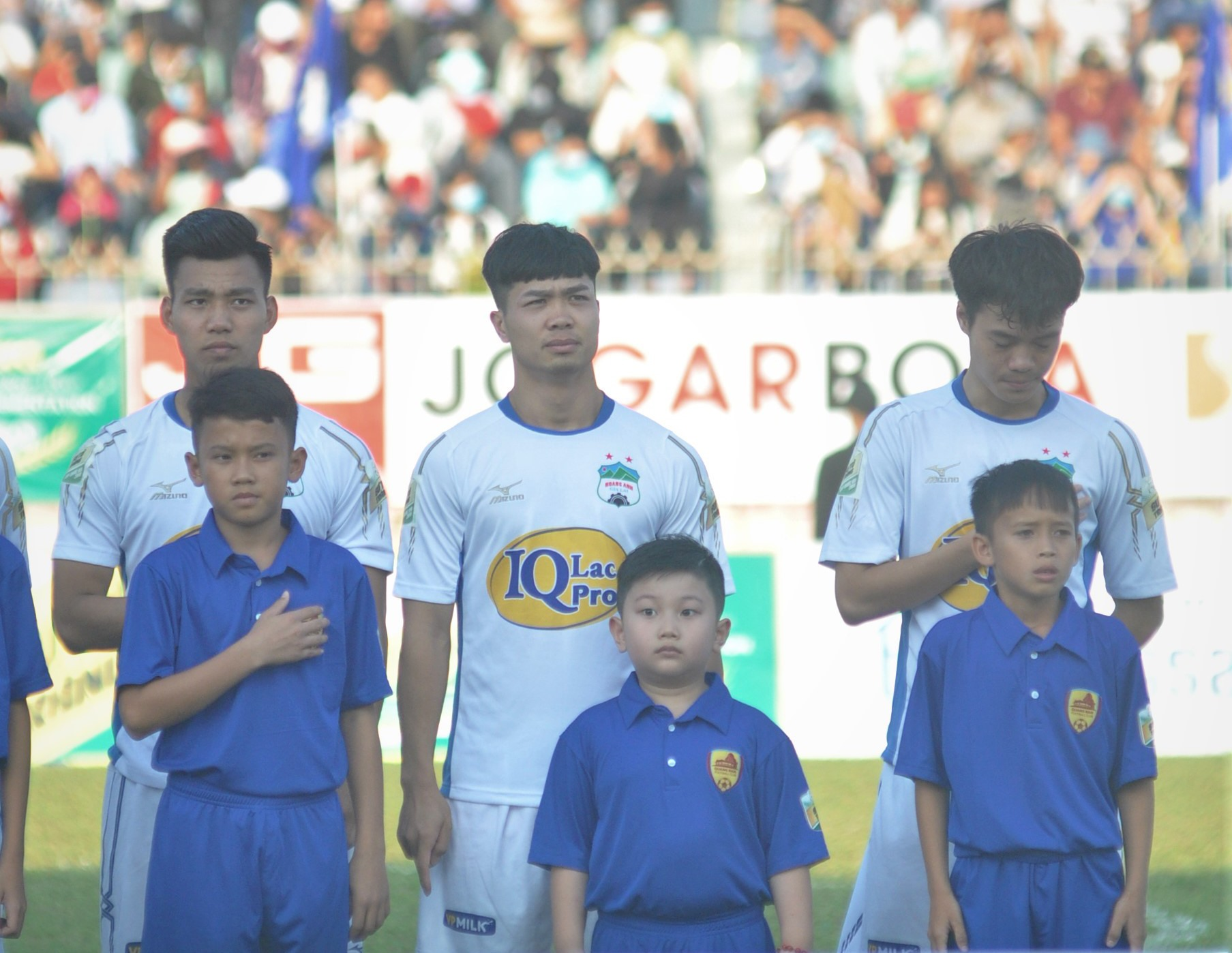 Công Phượng cùng các đồng đội Hoàng Anh Gia Lai vẫn chờ mình có được trao cúp vô địch V-League 2021 hay không? Ảnh: T.V