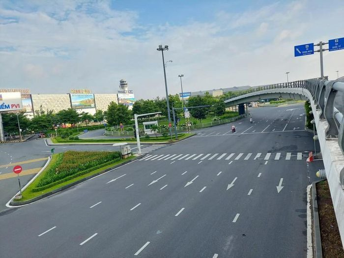 Khu vực đường vào sân bay Tân Sơn Nhất, ngày 23.8.2021. ảnh: Internet