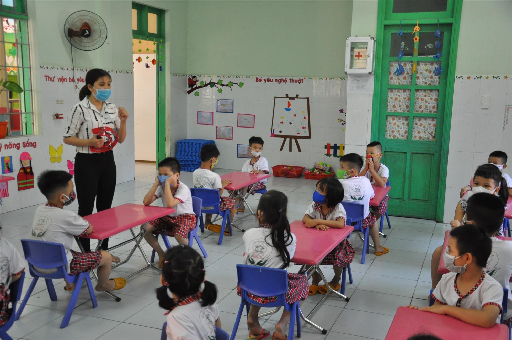 Ở đâu có học sinh, ở đó có giáo viên nhưng phải bố trí hợp lý. Ảnh: X.P