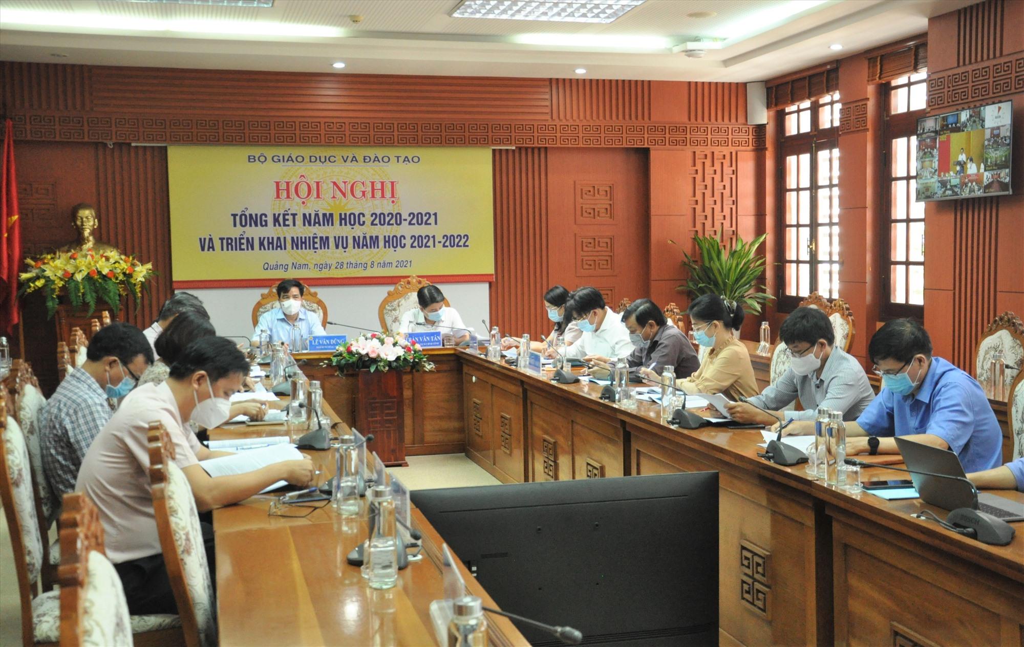 Hội nghị tổng kết năm học toàn quốc tại đầu cầu Quảng Nam. Ảnh: X.P
