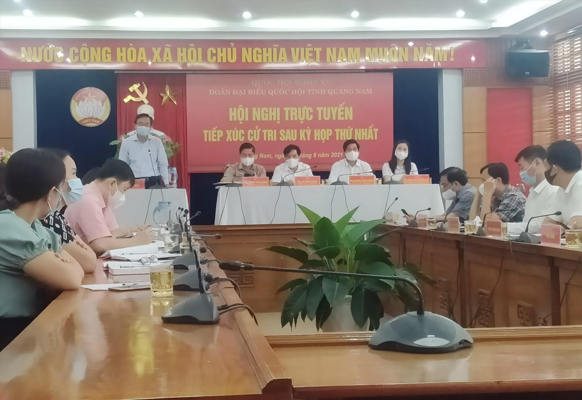 Quang cảnh các ĐBQH tỉnh tiếp xúc cử tri tại điểm cầu tỉnh. Ảnh: N.Đ