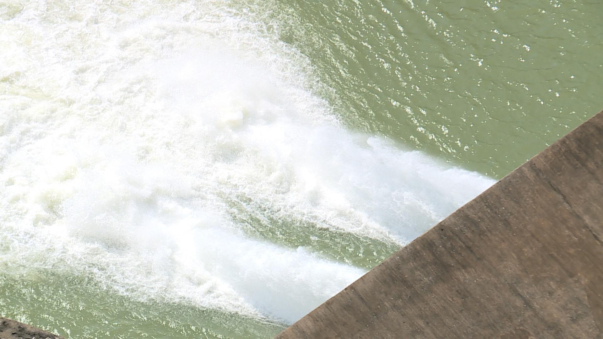 Thủy điện Sông Tranh 2 đang điều tiết xả cấp nước cho hạ du với lưu lượng tối thiểu 62m3/s