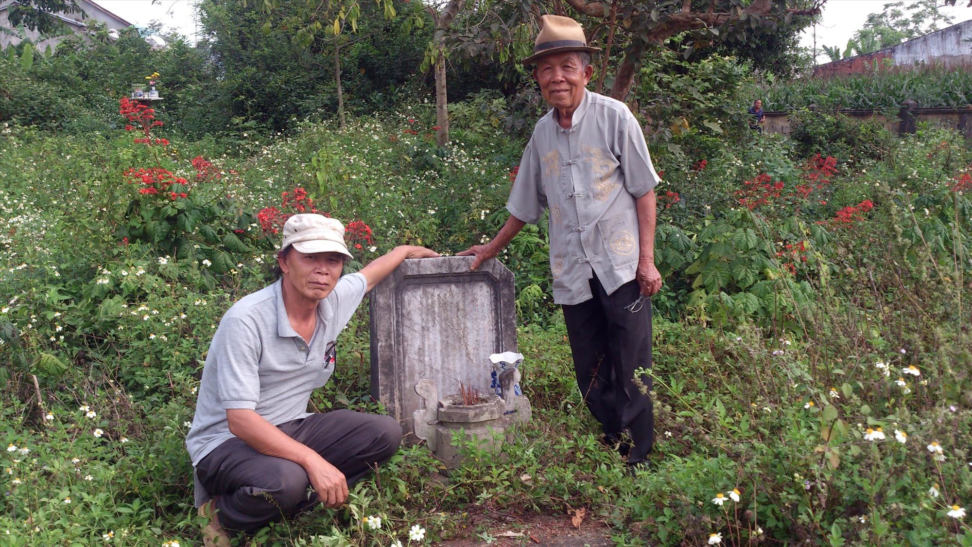 Cụ Lê Tự Ký dịch bia công đức chùa làng Thanh Quýt.
