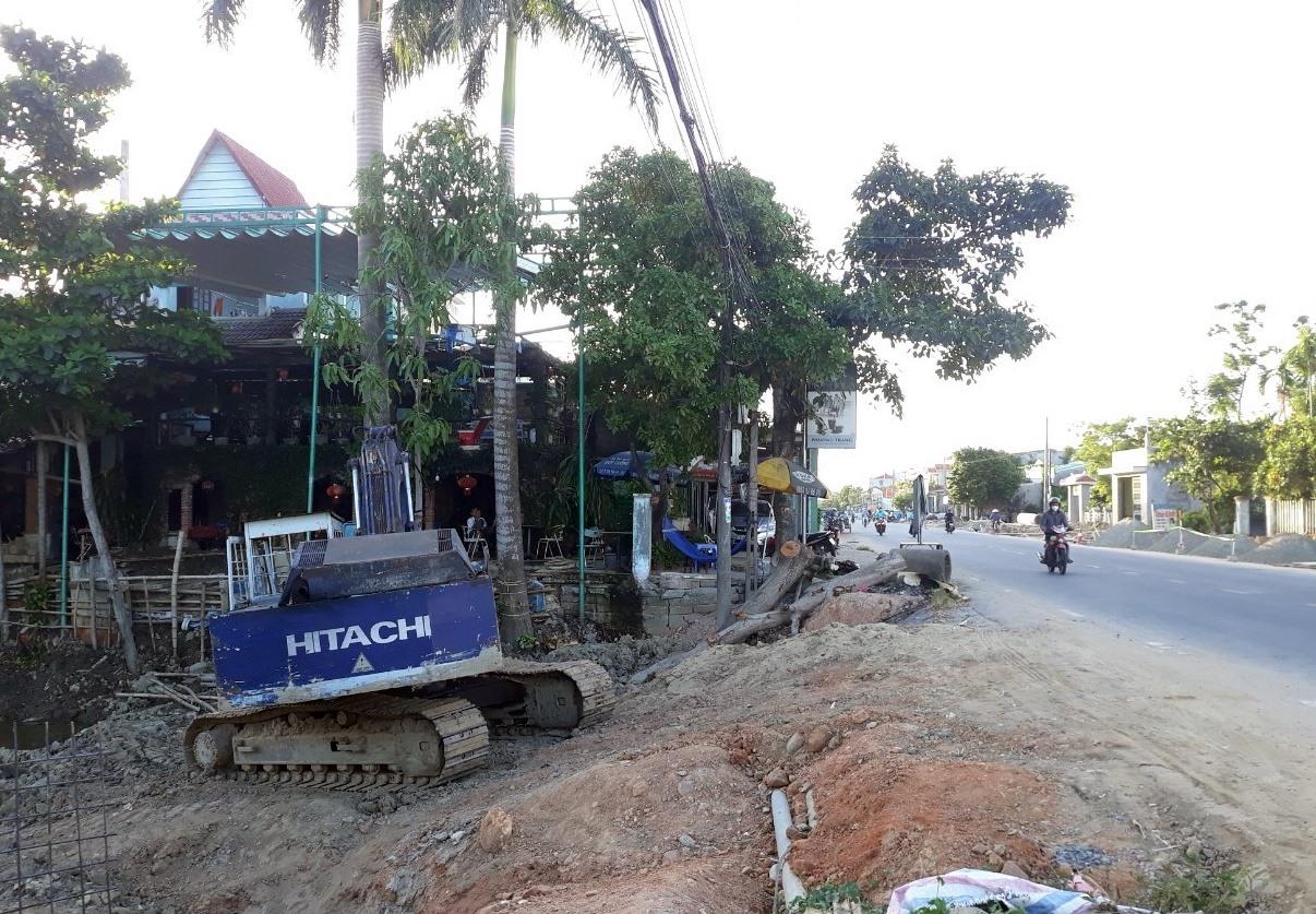 Với phương châm vừa vận động vừa thi công, nhiều dự án công trình ở Điện Bàn đã được triển khai, hoàn thành đúng tiến độ. Ảnh: V.L
