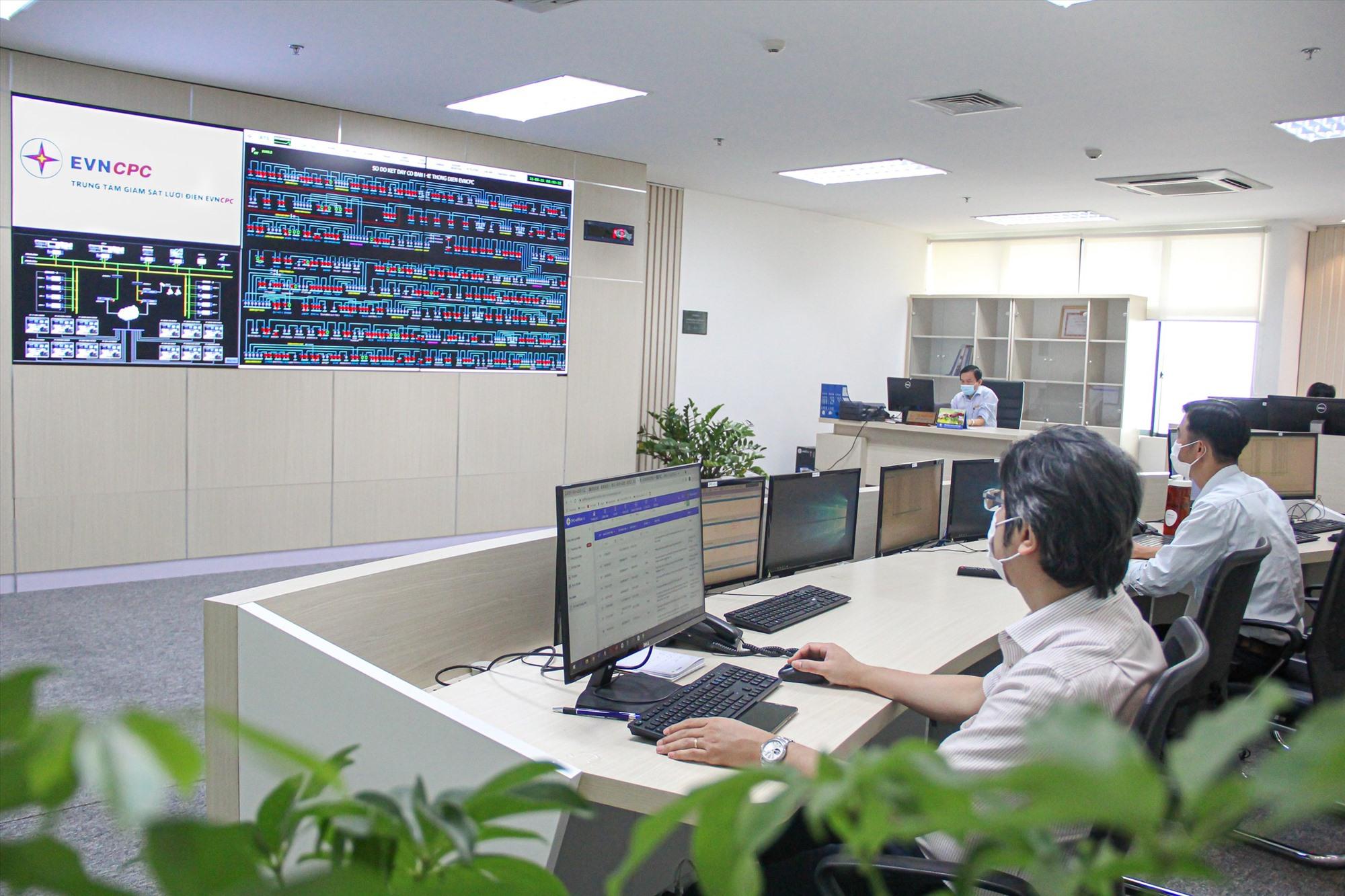 Trung tâm Giám sát lưới điện EVNCPC vận hành trong mùa dịch.