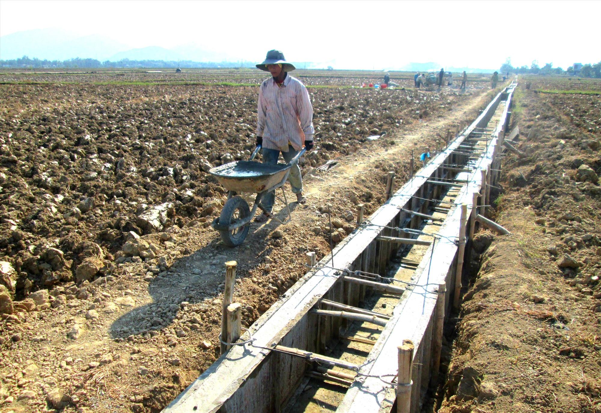 Những năm qua, Quế Sơn ưu tiên nhiều nguồn lực đầu tư xây dựng hạ tầng thủy lợi. Ảnh: N.S