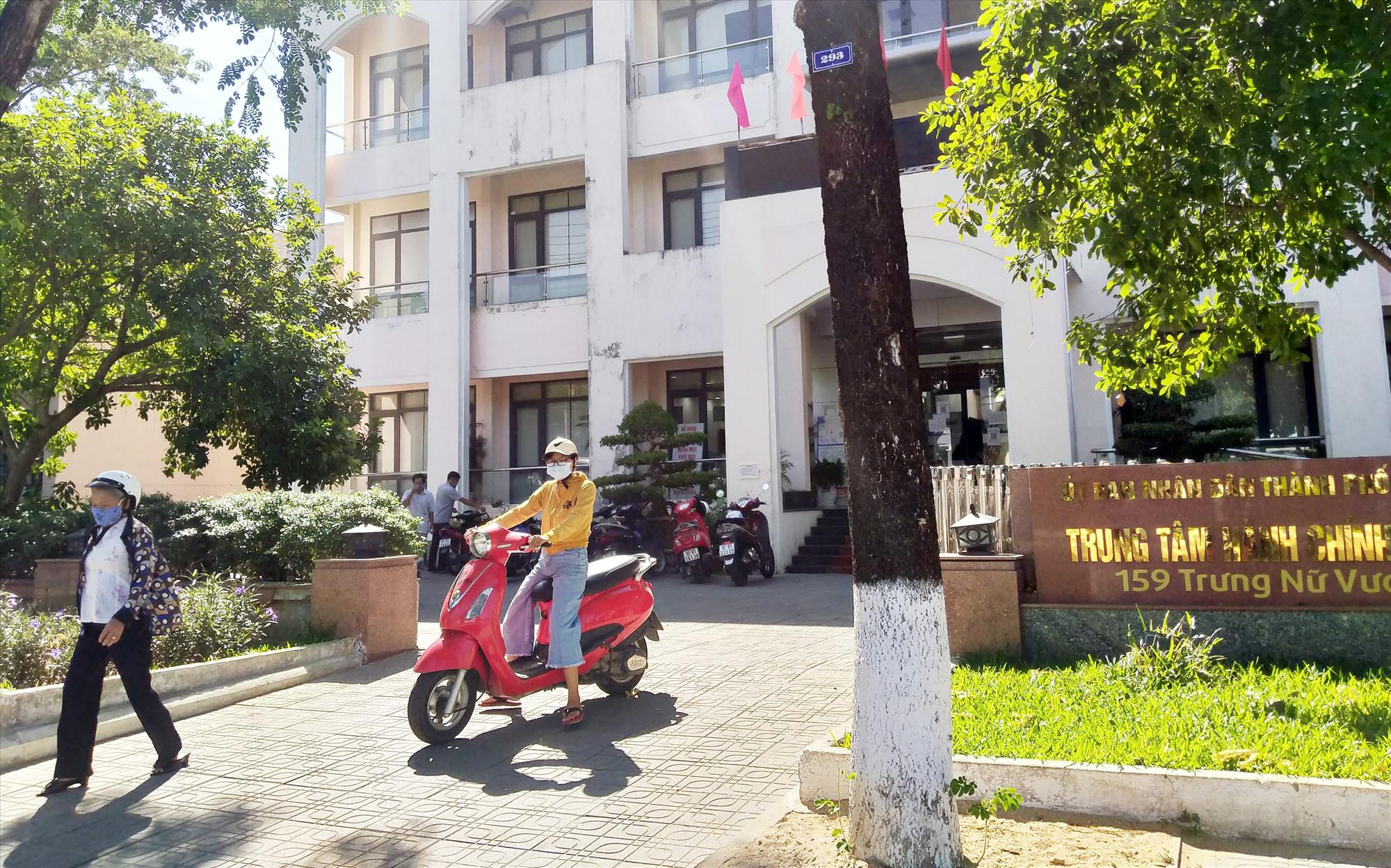 Đầu năm 2018, Trung tâm Hành chính công thành phố Tam Kỳ đi vào hoạt động và ngày càng đáp ứng tốt yêu cầu giải quyết thủ tục hành chính của tổ chức và công dân. Ảnh: N.Đ