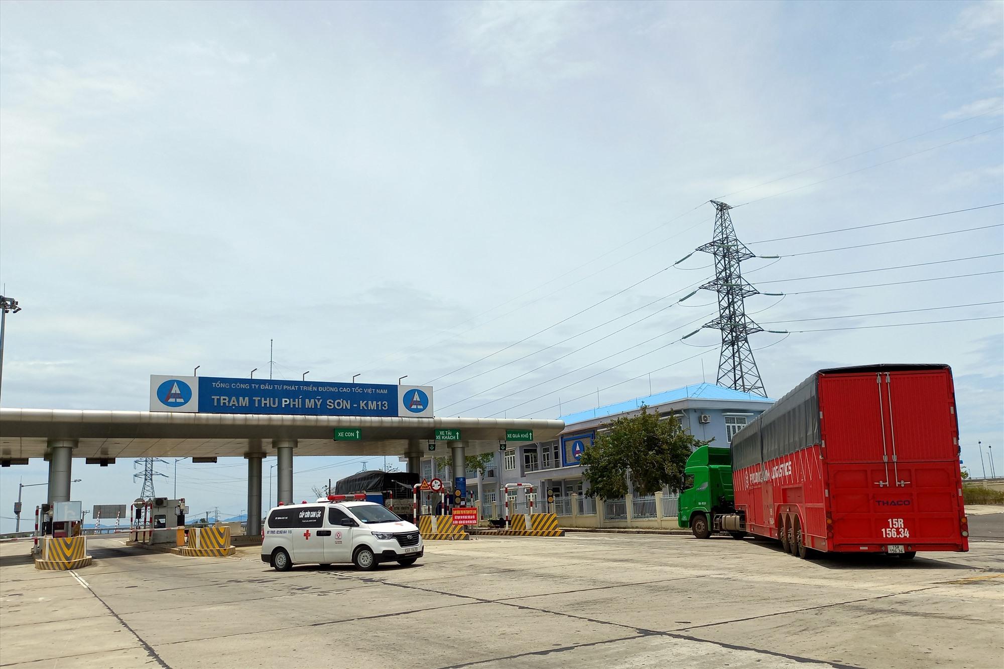 Xe không dừng đỗ tại Quảng Nam được đề nghị quay đầu lên lại cao tốc tiếp tục hành trình. Ảnh: CT