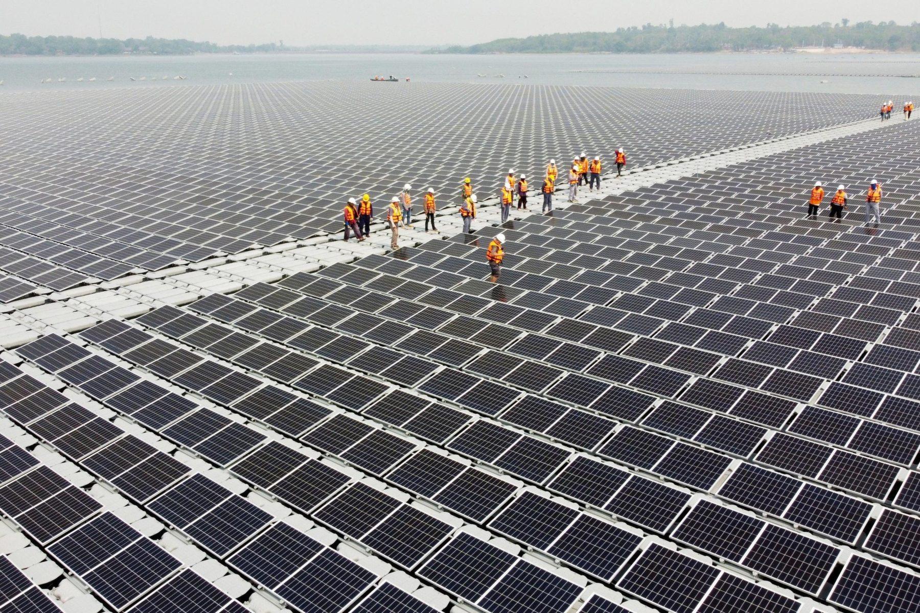 Trang trại năng lượng mặt trời nổi tại Thái Lan. Ảnh: Alamy