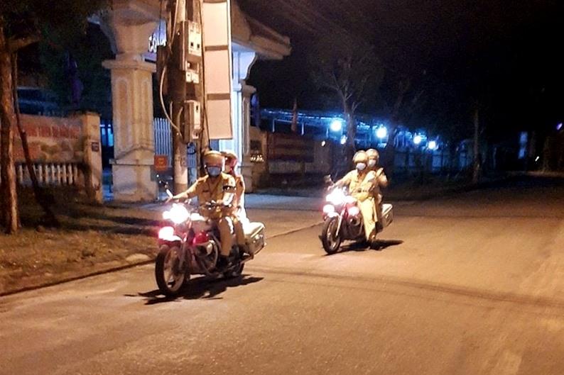 Đội CSGT - trật tự Công an huyện Phú Ninh tuần tra đêm. Ảnh: CA.PN