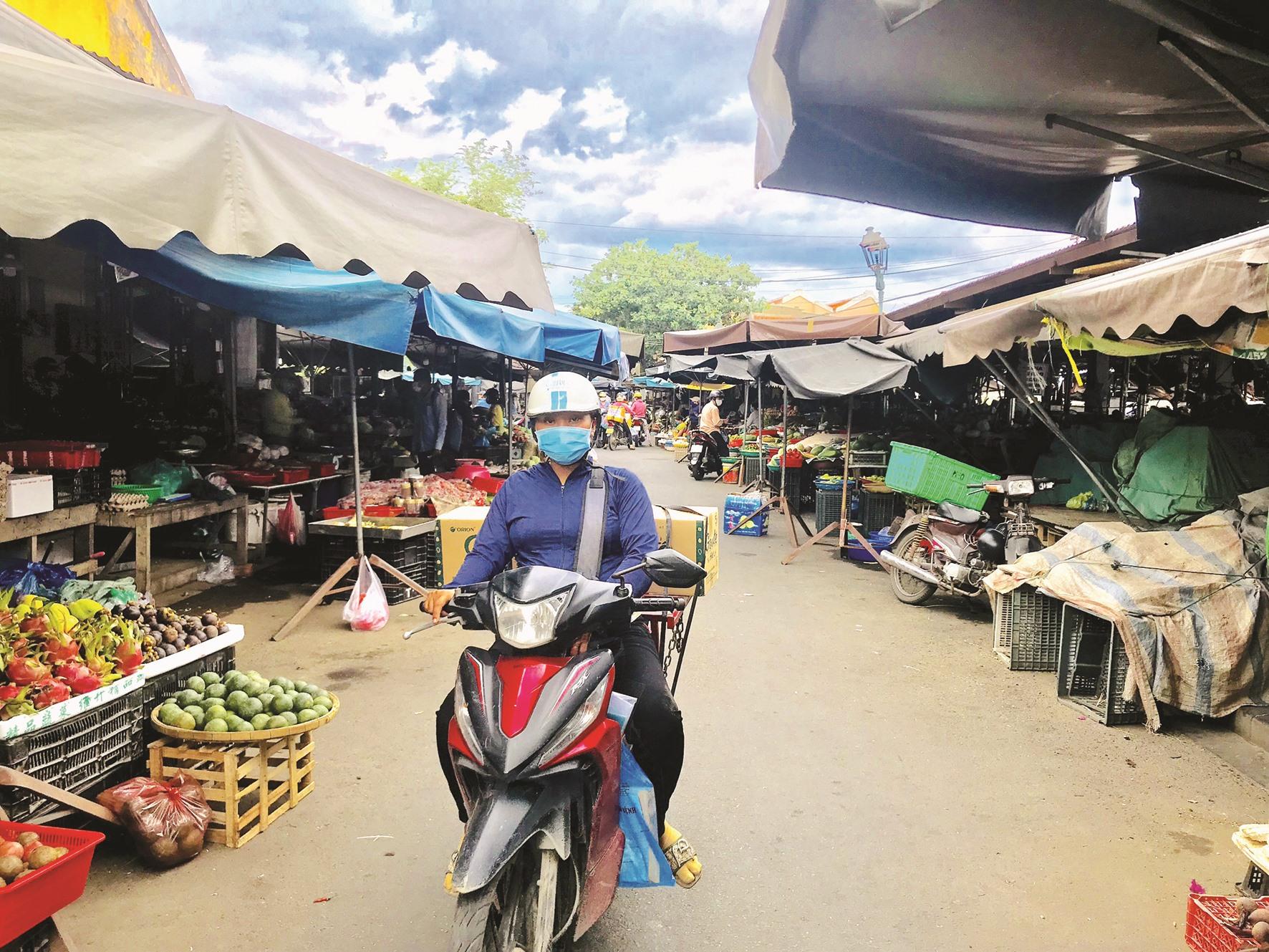 Một góc chợ Hội An trong thời điểm áp dụng Chỉ thị 16 phòng dịch.