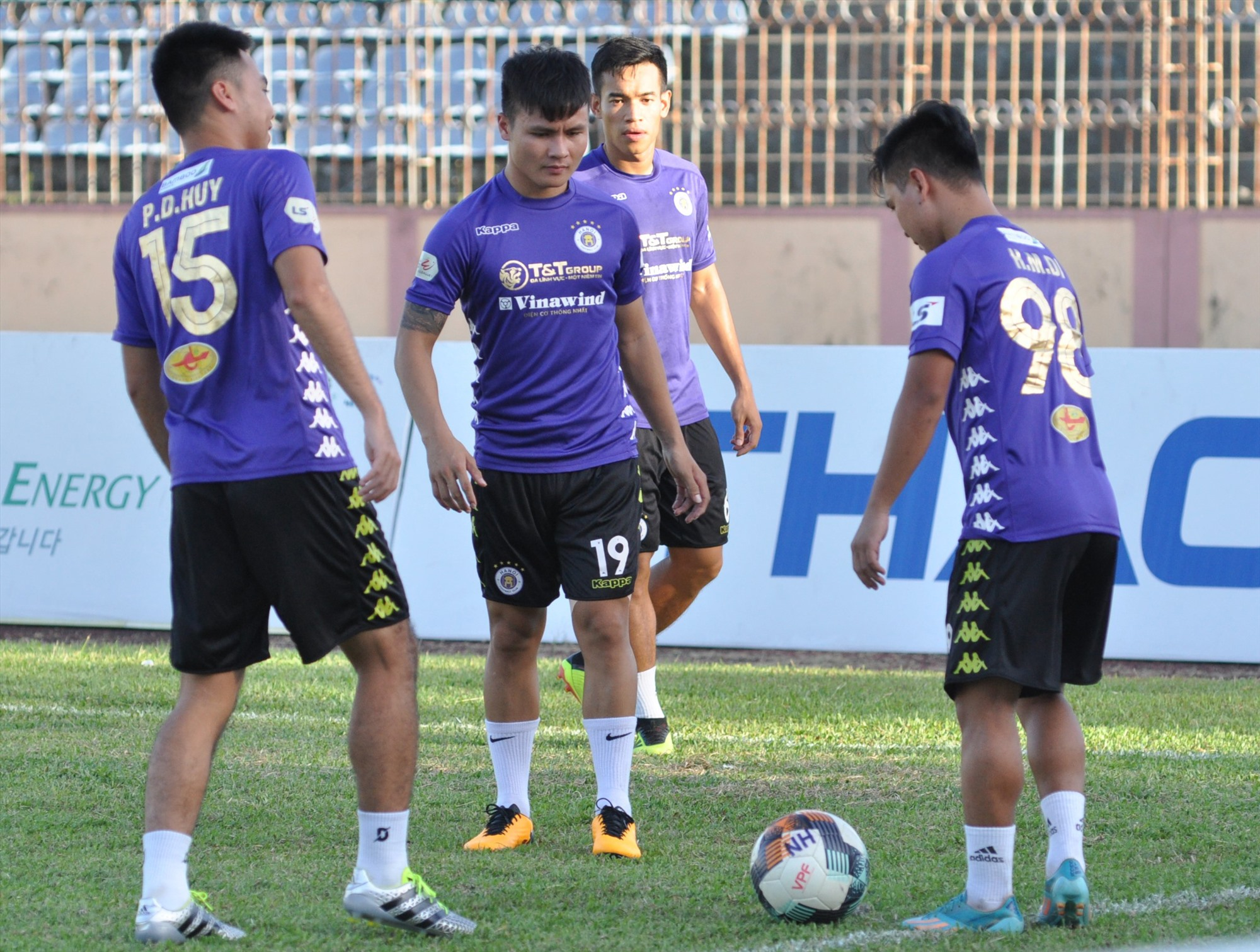 Các đội bóng V-League sẽ thi đấu trở lại từ tháng 2.2022. Ảnh: T.V