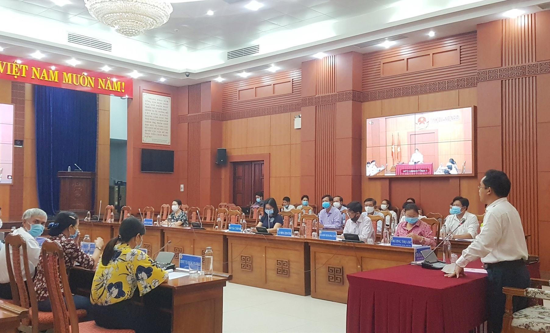 Phó Chủ tịch UBND tỉnh Trần Anh Tuấn yêu cầu không bỏ sót, không sai sót, không chậm trễ trong thực hiện chính sách hỗ trợ người dân. Ảnh: D.L