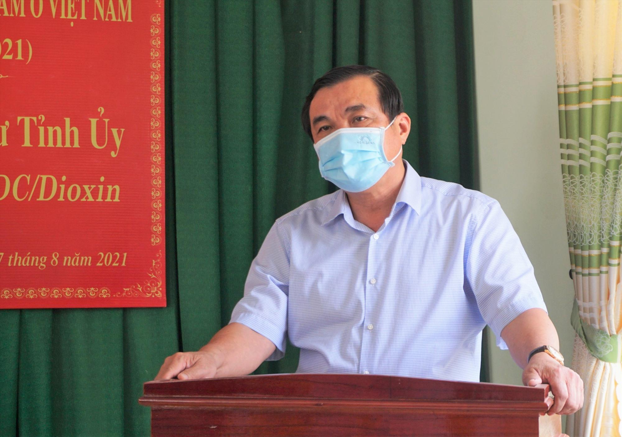 Bí thư Tỉnh ủy Phan Việt Cường thăm, tặng quà nạn nhân chất độc da cam