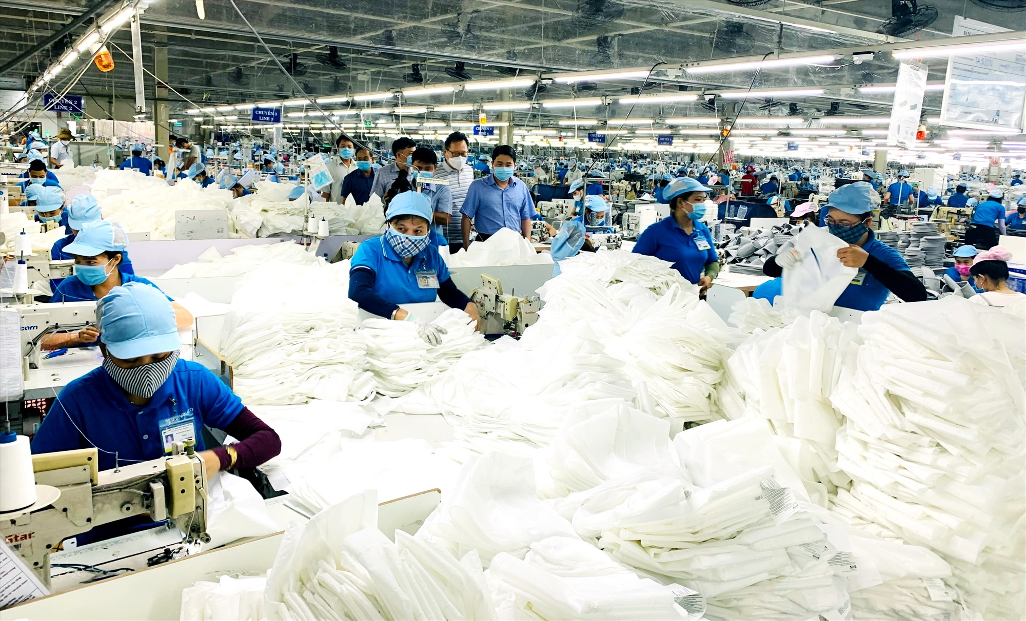 Nhờ thực hiện tốt công tác cải cách hành chính, thời gian qua nhiều doanh nghiệp chọn Duy Xuyên đầu tư xây dựng cơ sở sản xuất - kinh doanh. Ảnh: T.L
