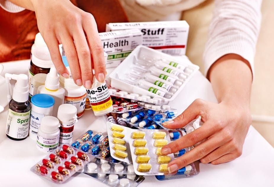 Tích trữ thuốc hạ sốt tại nhà dễ dẫn đến nguy cơ ngộ độ thuốc gây nguy hiểm. Ảnh minh họa.