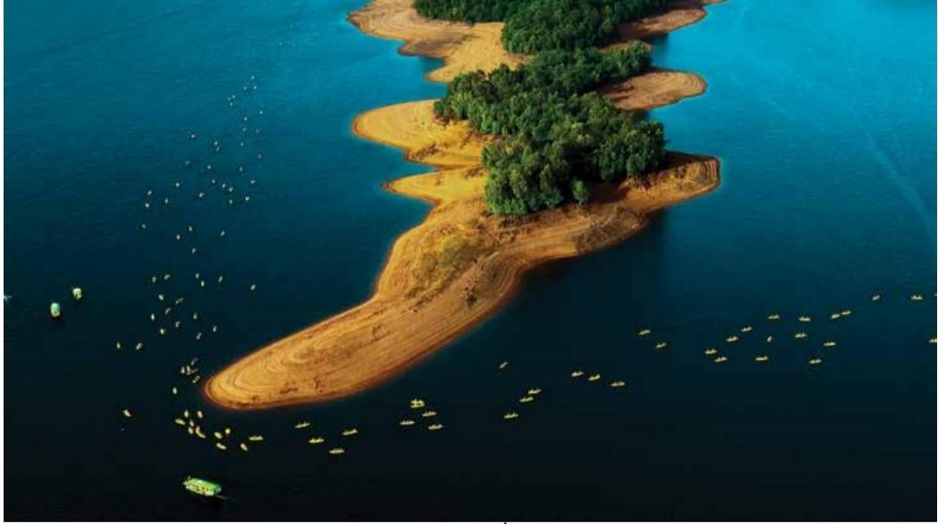 """""""Đua thuyền"""" - tác phẩm của Phan Trọng Đạt huy chương bạc FIAP, hạng mục du lịch Cuộc thi ảnh quốc tế Smederevo năm 2021."""