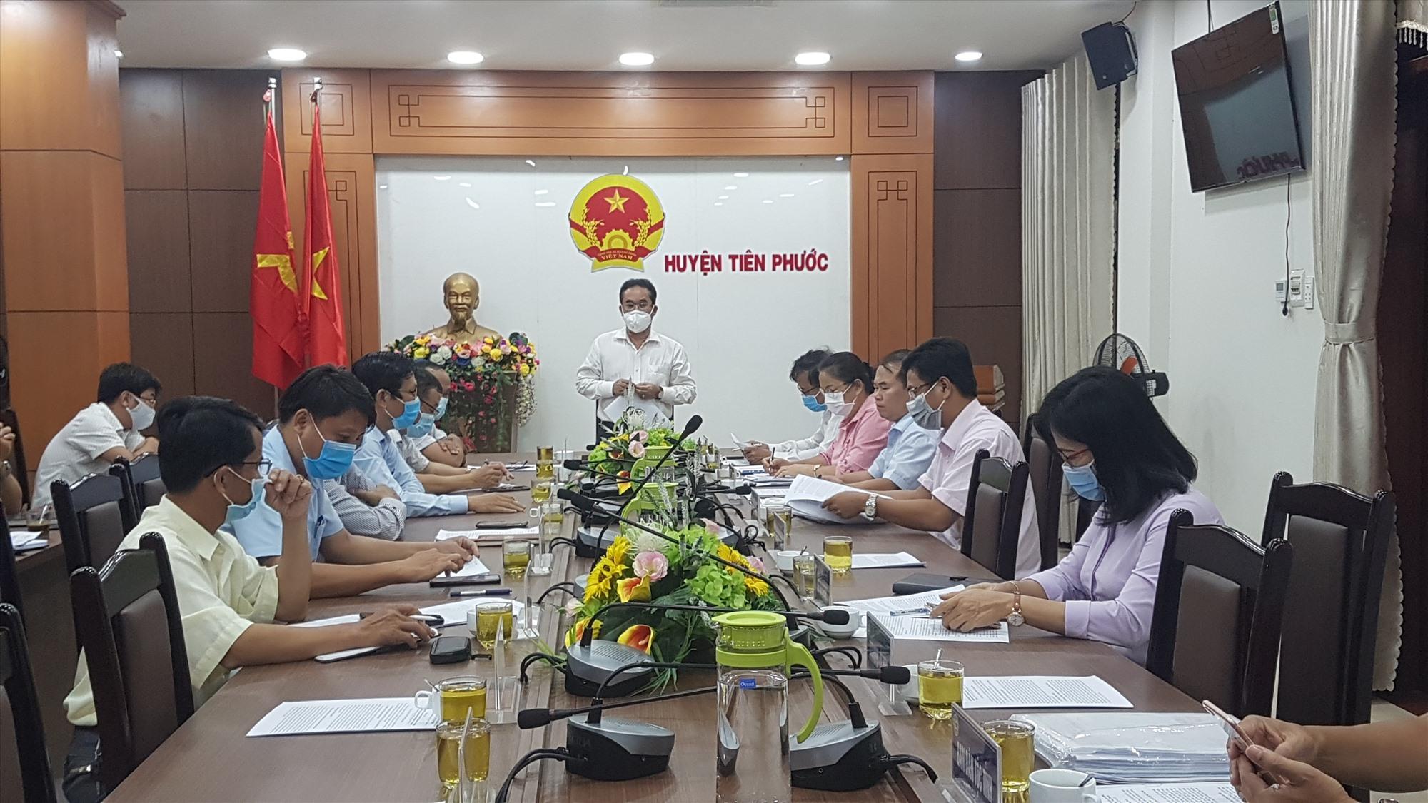 Phó Chủ tịch UBND tỉnh Trần Anh Tuấn làm việc với huyện Tiên Phước. Ảnh: D.L