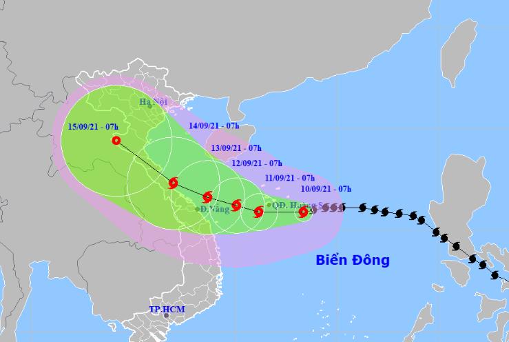 Dự báo hướng đi của bão số 5. Ảnh: NCHMF