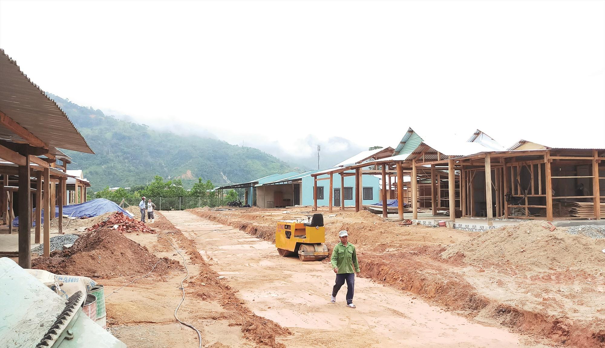 Không gian mặt bằng tái định cư thôn 2 (xã Phước Thành) đang trong quá trình hoàn thiện.