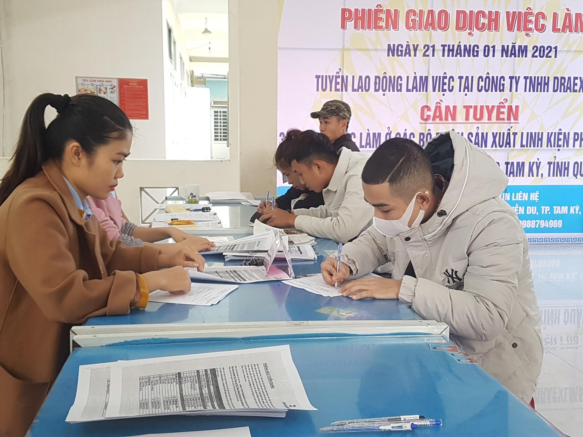 Công ty TNHH Draexlmaier Automotive Việt Nam tuyển dụng lao động trong phiên giao dịch việc làm chuyên đề đầu năm 2021. Ảnh: D.L