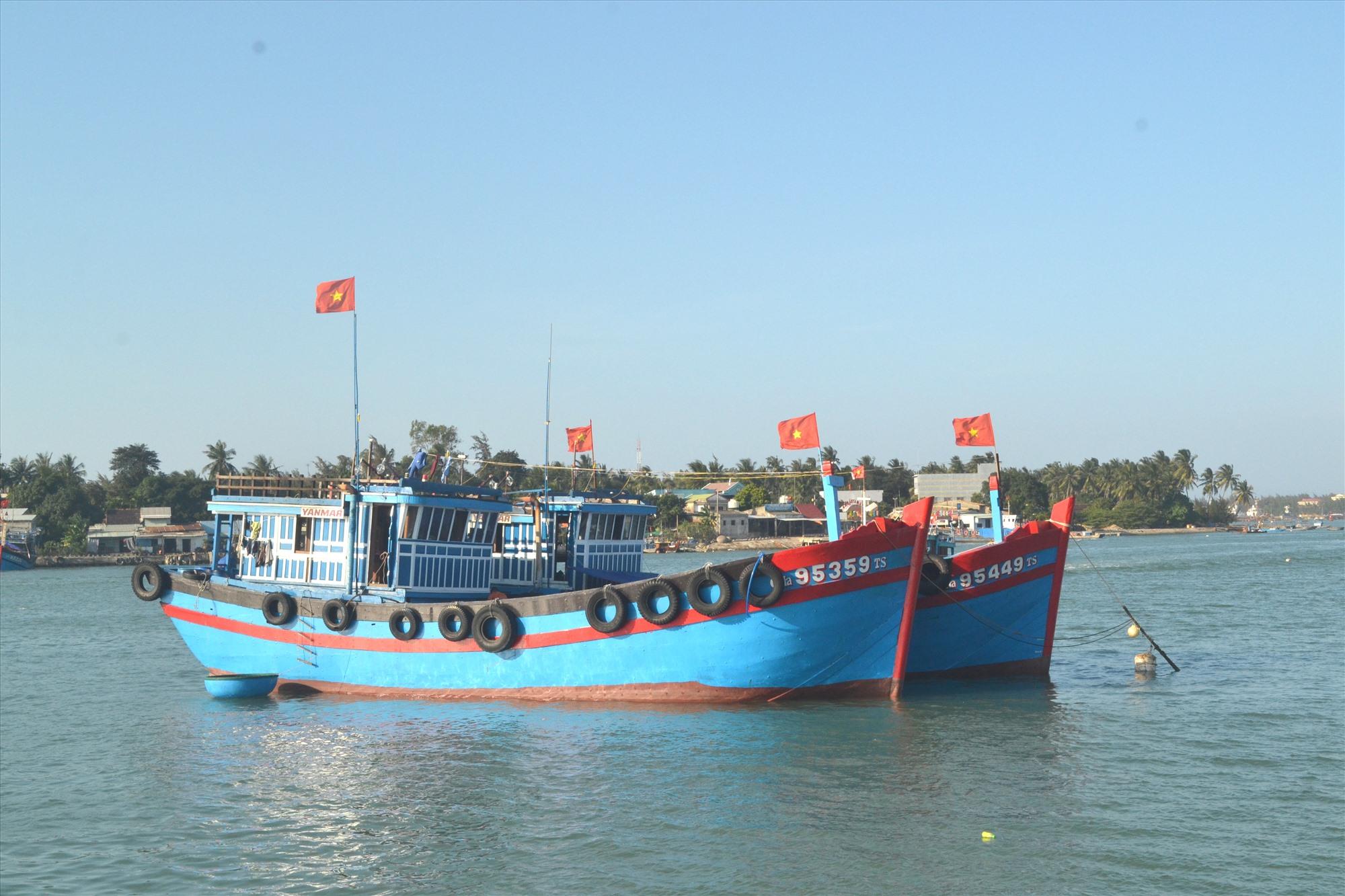 Tàu cá neo đậu không an toàn trên sông Trường Giang nếu có bão vào. Ảnh: VIỆT NGUYỄN