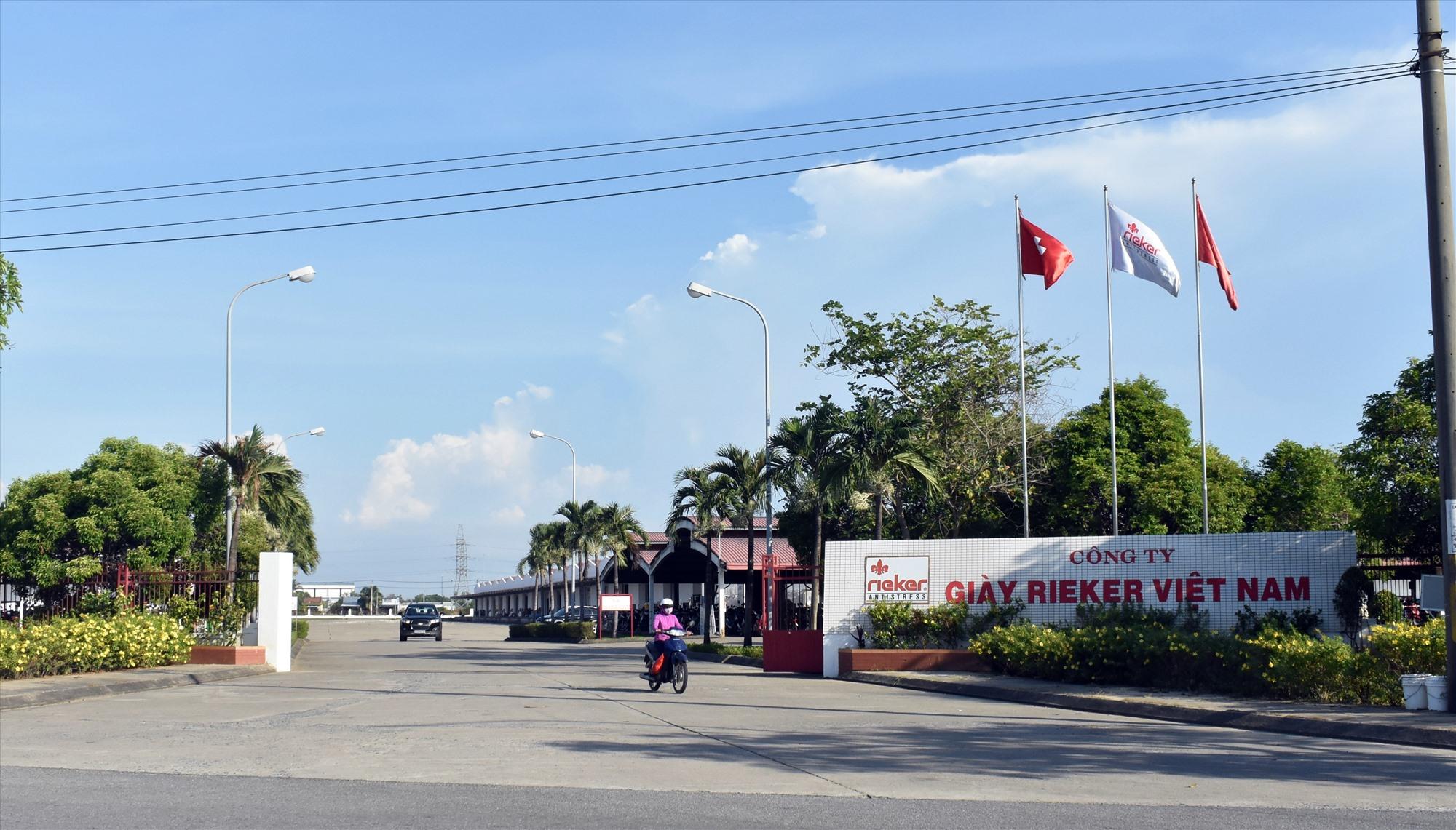 Công ty TNHH Giày Rieker trở thành ổ dịch mới ở Điện Bàn