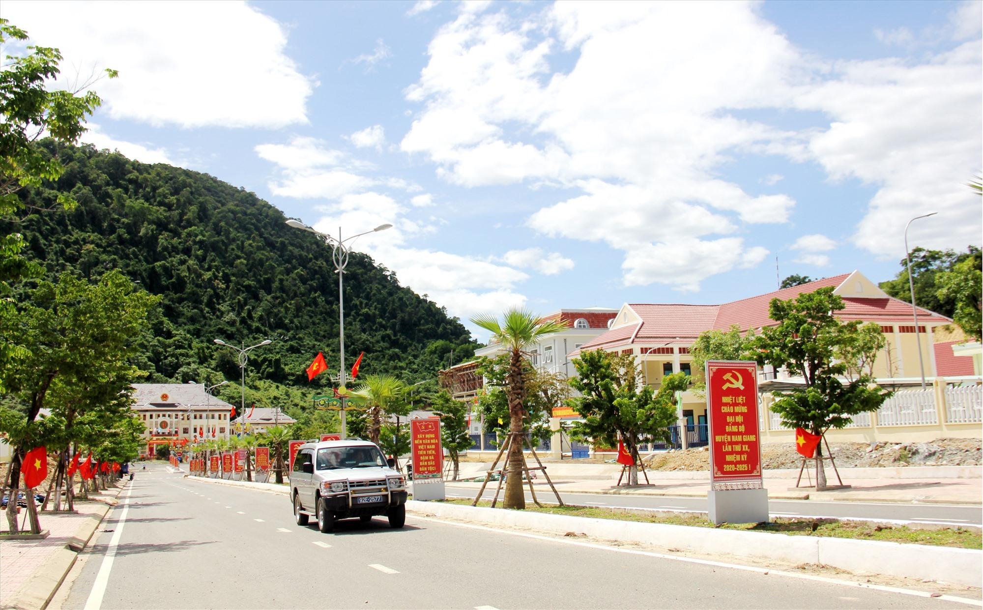 Một góc trung tâm huyện Nam Giang. Ảnh: A.N