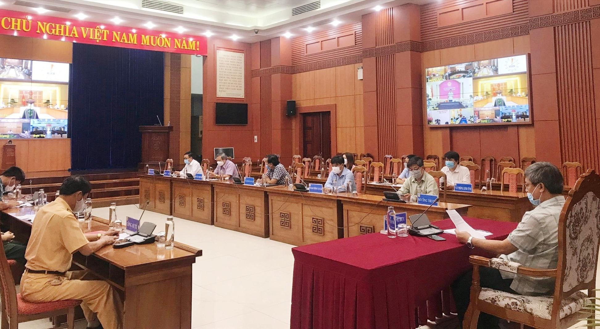 Tham dự hội nghị tại điểm cầu Quảng Nam có Phó Chủ tịch UBND tỉnh Hồ Quang Bửu cùng lãnh đạo các sở, ban ngành liên quan. Ảnh: N.P