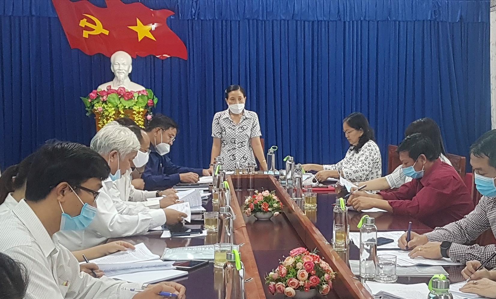 Ban Văn hóa - xã hội HĐND tỉnh làm việc với Sở LĐ-TB&XH tỉnh sáng nay. Ảnh: D.L
