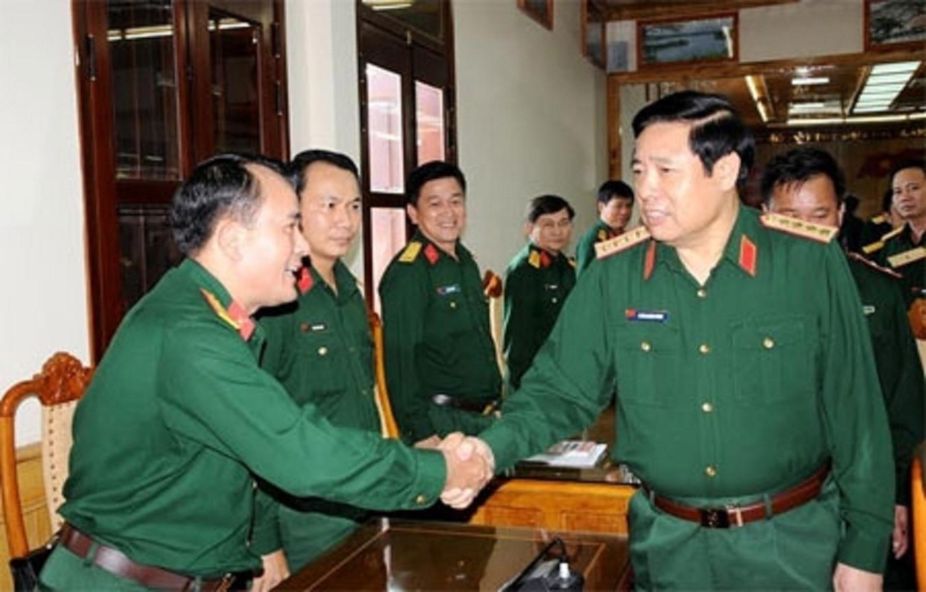 Đại tướng Phùng Quang Thanh làm việc tại Bộ Tư lệnh Quân khu 5 tháng 11/2015. Ảnh: Trần Thông, Tùng Lâm