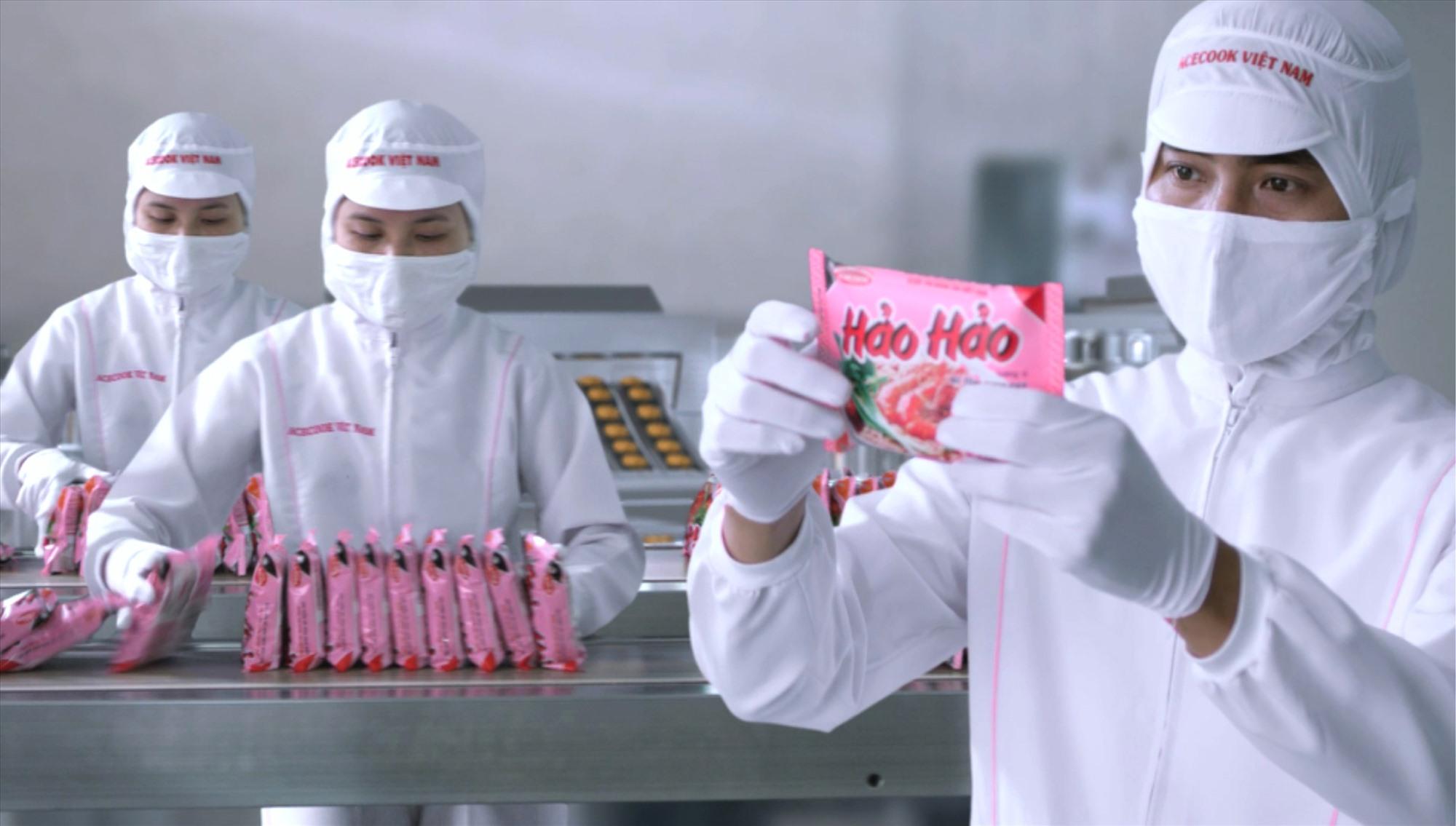 Một phần dây chuyền sản xuất mì ăn liền Hảo Hảo.