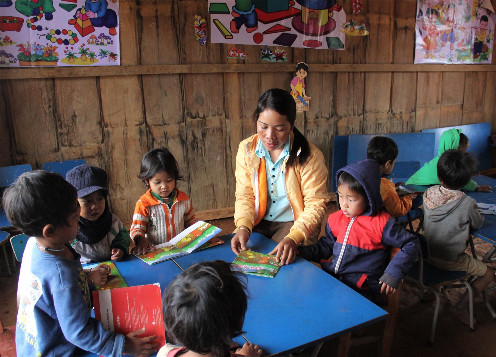 Lớp học của cô giáo Pơloong Thị Nhun tại điểm trường thôn Atu (xã Ch'Ơm, Tây Giang).