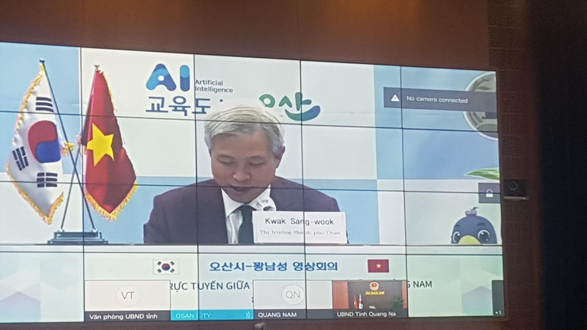 Mayor of Osan city Kwak Sang-wook at the online meeting