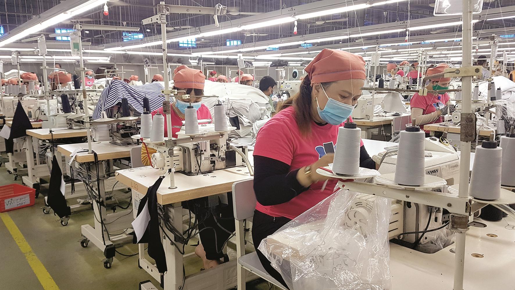"""Điều kiện sản xuất của doanh nghiệp hiện nay khó đáp ứng phương án """"4 tại chỗ"""". Ảnh: D.L"""