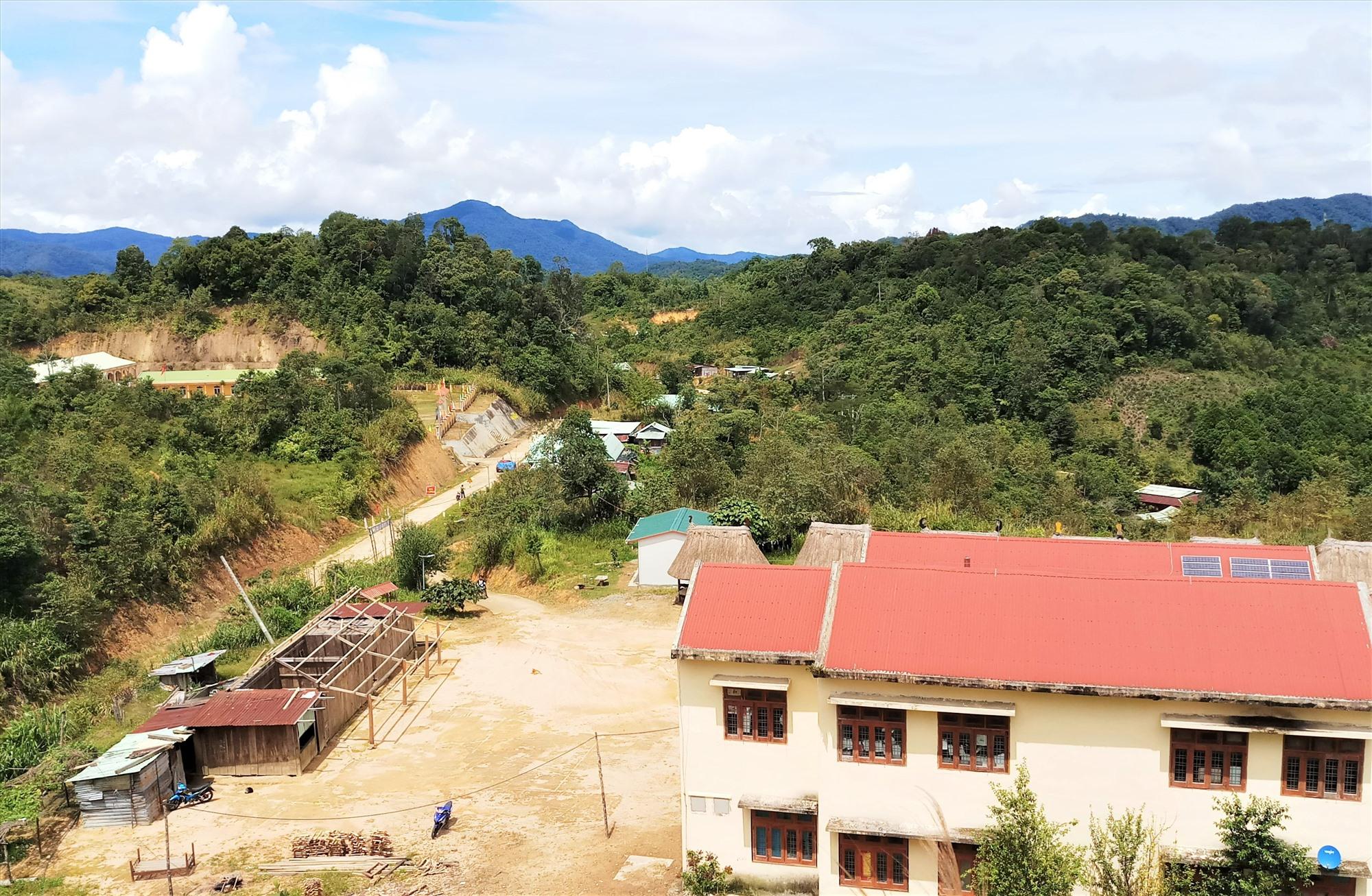 Diện tích đất hơn 5ha tại trung tâm xã Ch'Ơm (Tây Giang) do gia đình đảng viên Alăng Nhun và cộng đồng hiến tặng. Ảnh: ALĂNG NGƯỚC