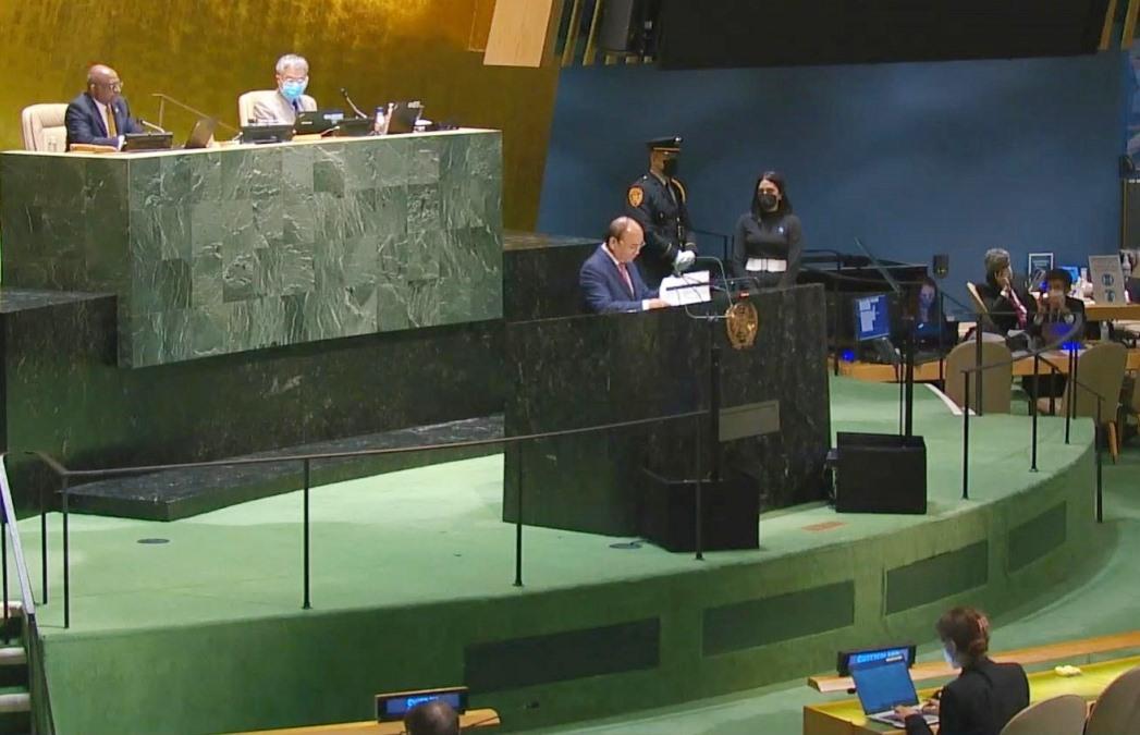 Trong các vấn đề hiện nay của thế giới, Chủ tịch nước cho rằng vấn đề cấp bách nhất là cần kiểm soát đại dịch COVID-19 thông qua hợp tác quốc tế.