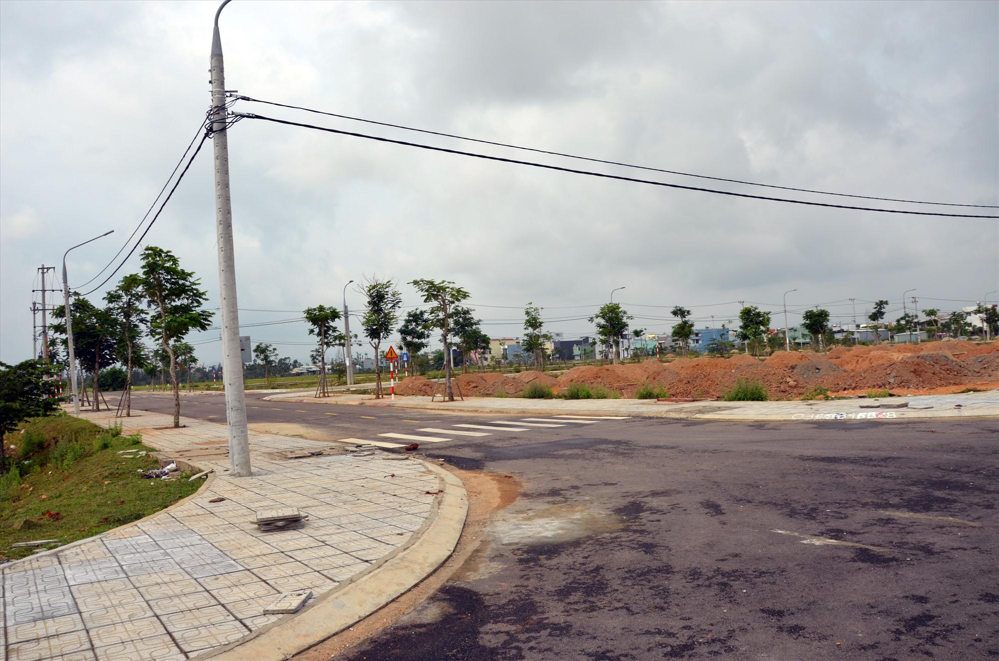 Một khu dân cư, tái định cư tại phường An Phú (Tam Kỳ) đang giai đoạn hoàn thiện hạ tầng. Ảnh: H.P