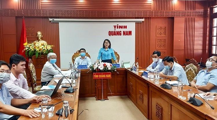 Bà Trần Thị Kim Hoa - Giám đốc Sở Nội vụ, Phó trưởng BCĐ tỉnh phát biểu tại hội nghị.