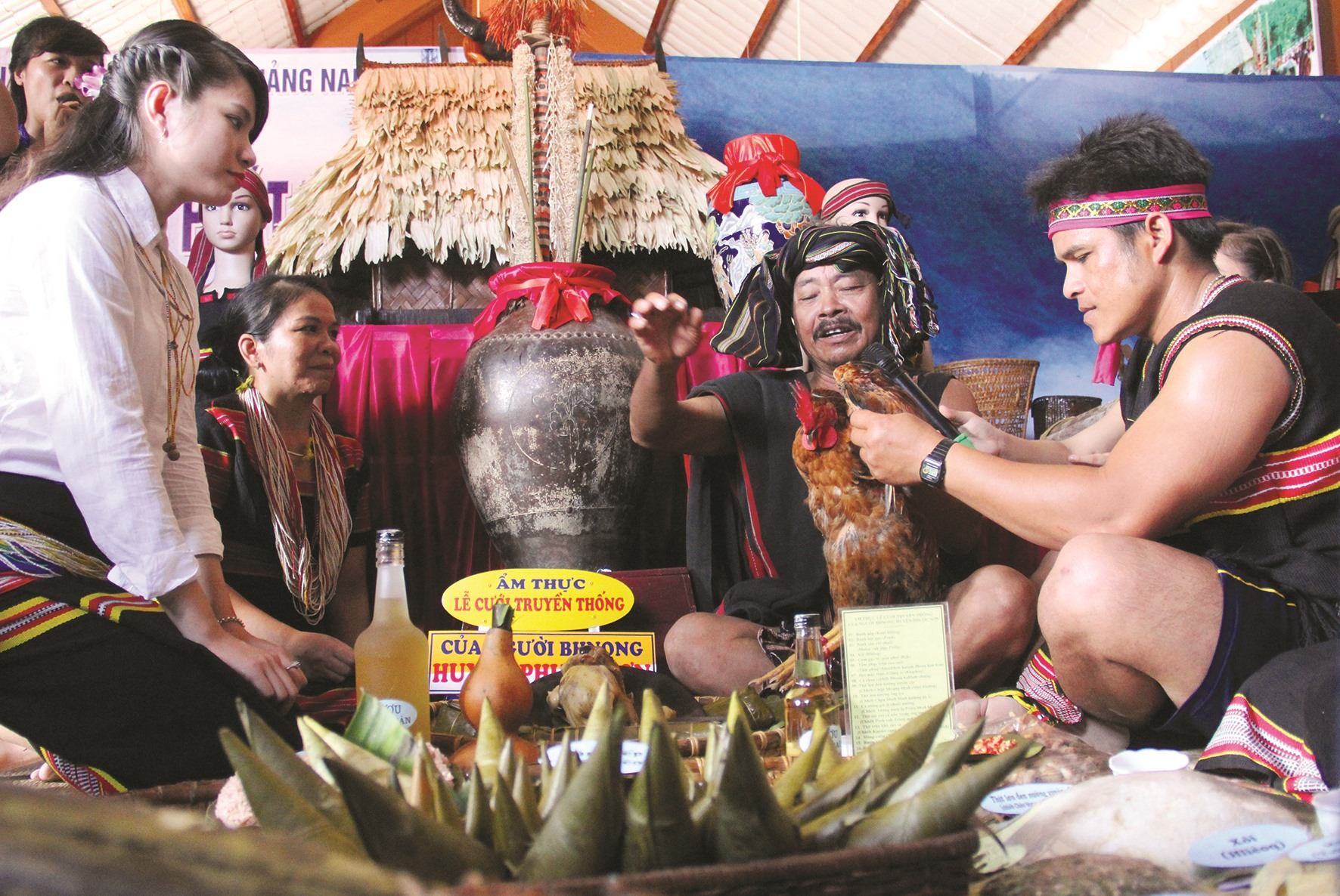 Bảo tồn văn hóa truyền thống của đồng bào miền núi cần tham vấn ý kiến và tôn trọng sự quyết định của cộng đồng sở tại. Ảnh: A.L.N