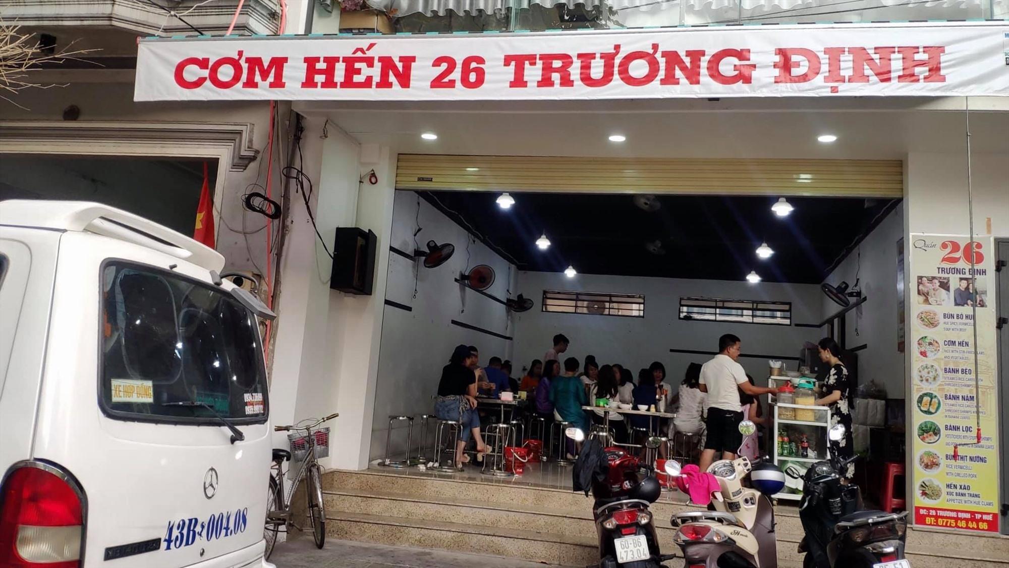 Quán cơm hến Trương Định - Huế.
